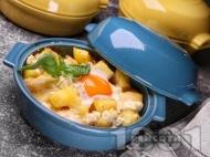 Рецепта Запечени картофи на фурна с прясно сирене, яйца и сирене пармезан